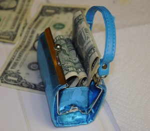 toy-purse-real-money